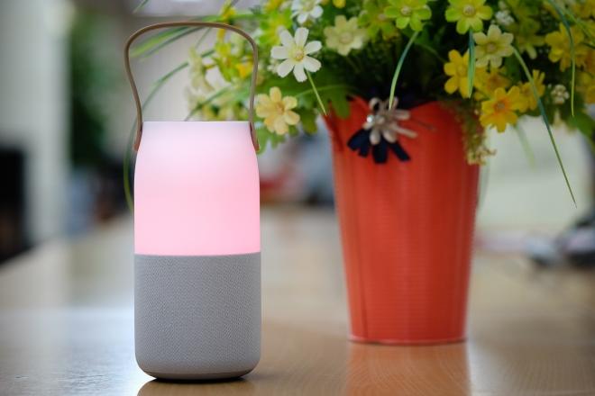 12-Samsung-Wireless-Speaker-Bottle-VnE-8023_660x0.jpg