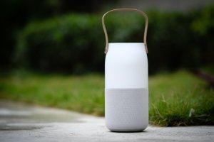 12-Samsung-Wireless-Speaker-Bottle-VnE-8047-1486178714_660x0.jpg