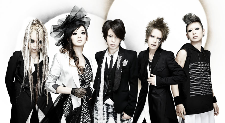 exist†trace reveals WORLD MAKER music video