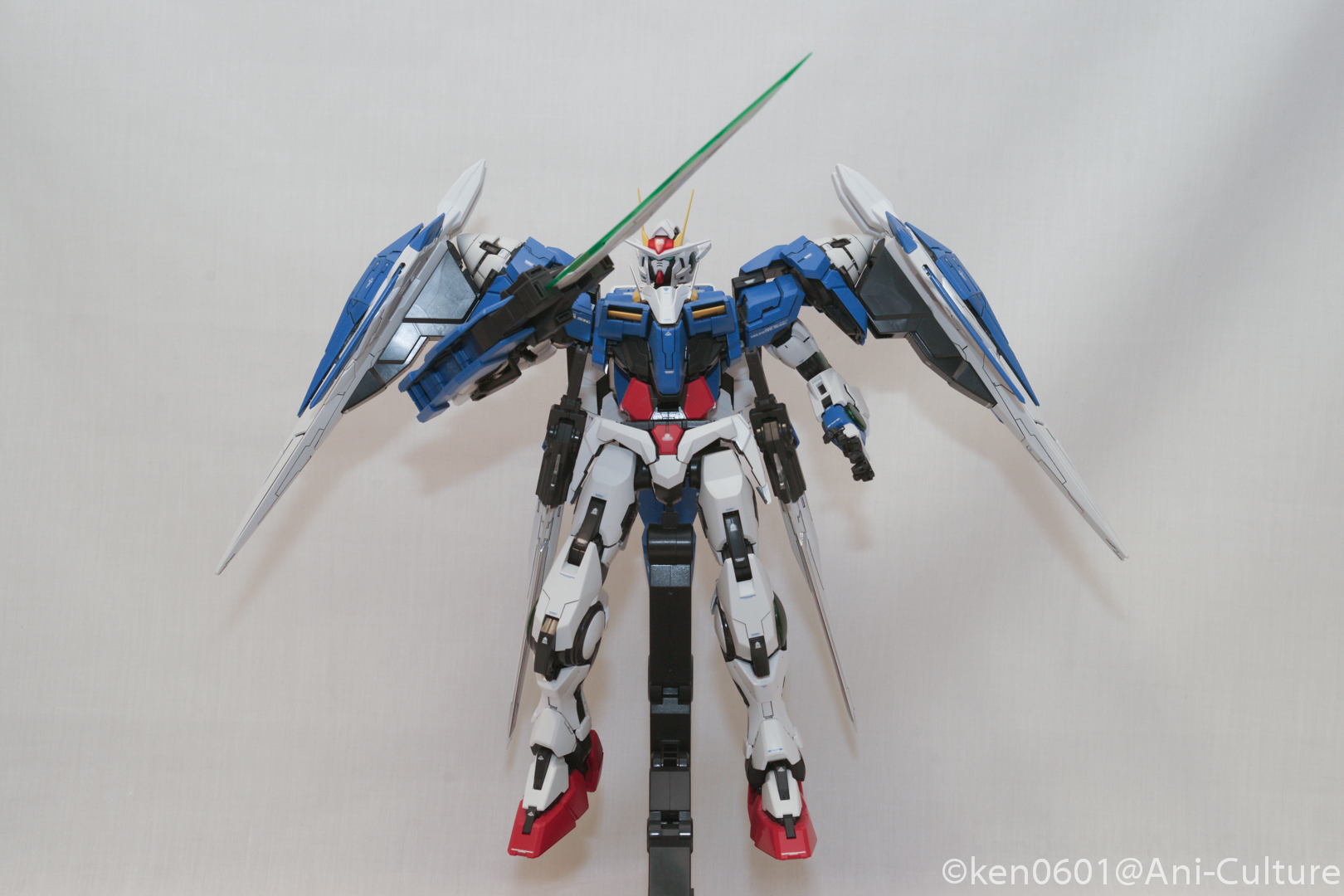 Gundam 00 Raiser with the GN Sword III.