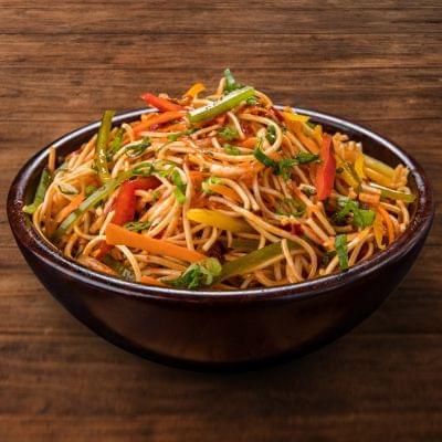 Veg Schezwan Noodles Bowl image
