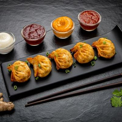 Fried Classic Chicken Momos image