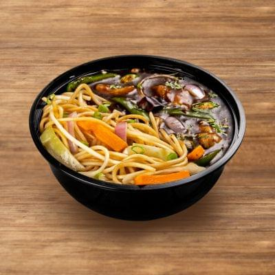 Chilli Chicken With Hakka Noodles image