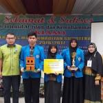 Warek III Rudianto berfoto bersama tiga mahasiswa yang meraih juara 2 pada LKTI Bidik Misi di Unair.