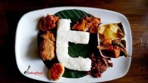Nasi Campur Twitter Ayam Rendang (Foto Medanfoodblog.com)