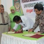 Rektor  UISU Prof Mhd Asaad dan Wakil Rektor II IPB Prof Hermanto Siregar menandatangani MoU, Selasa (31/1) di Ruang Serbaguna Biro Rektor UISU Jalan SM Raja Medan.