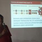 VP Technology Relations and Special Project Smartfren, Munir SP, memberikan penjelasan tentang jaringan Smartfren, di Banda Aceh, Selasa (9/5).