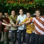 Regional CEO Bank Mandiri Sumatera l Parlindungan Hutahaean bersama para staf.