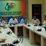 Kepala BPS sumut Syech Suhaimi menyampaikan persentase gini ratio atau ketimpangan pengeluaran penduduk Sumut 2017, di Kantor BPS Sumut, Selasa (2/1/2017).