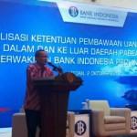 Direktur BI Kantor Perwakilan Sumatera Utara Hilman Tisnawan saat membuka Sosialisasi Ketentuan Pembawaan UKA ke dalam dan ke luar daerah Pabean Indonesia, di Kantor Perwakilan BI Sumut, Selasa (2/10/2018).