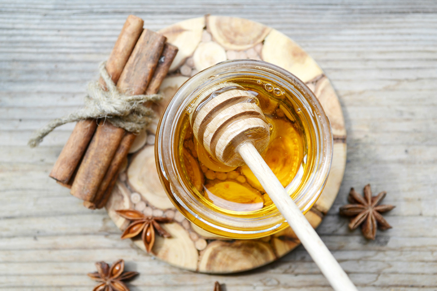 Honey cinnamon face mask for acne