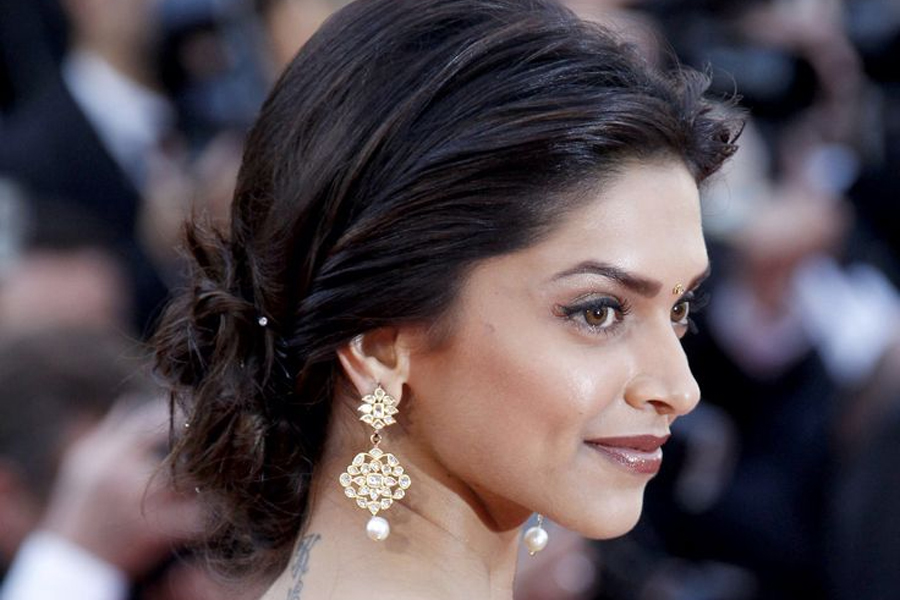 Deepika Padukone in kundan earrings