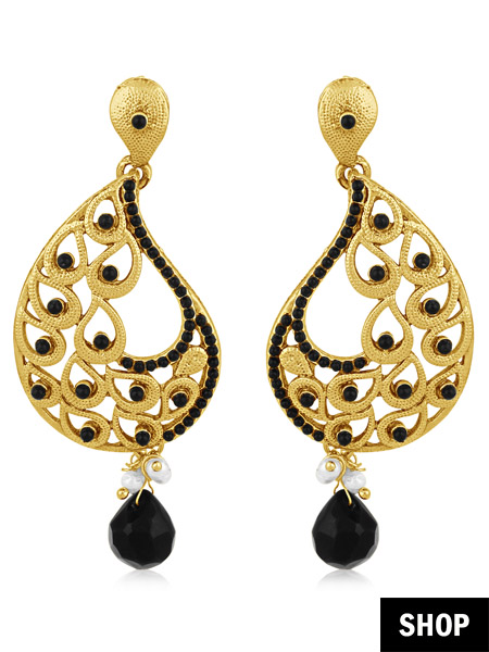 Golden earring with black pearls for long and narrow face