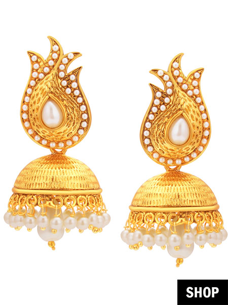 Golden jhumkis for oval face