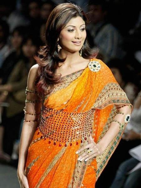 Shilpa Shetty wearing a kamarband