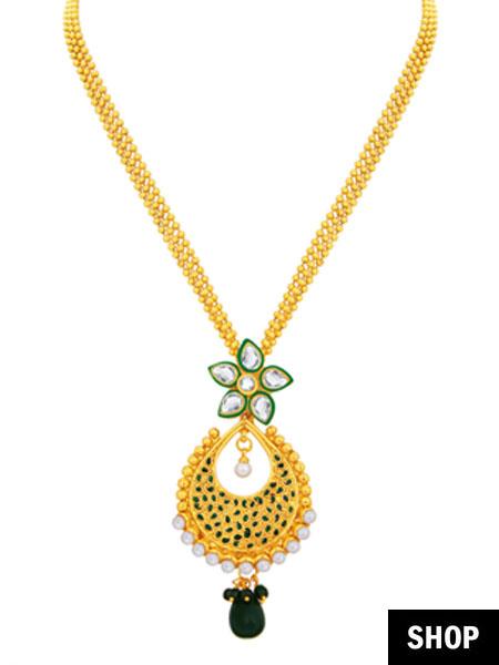 Drop pendant necklace for v-neck