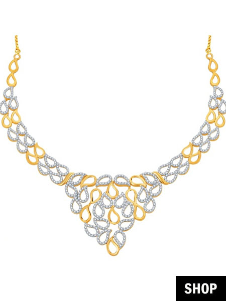 Angular necklace for square neck