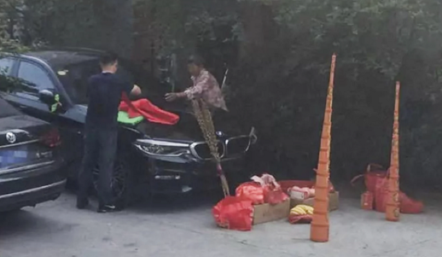 Man Burns Incense for Good Luck but Bids His BMW Good Bye After It Went Up In Smoke
