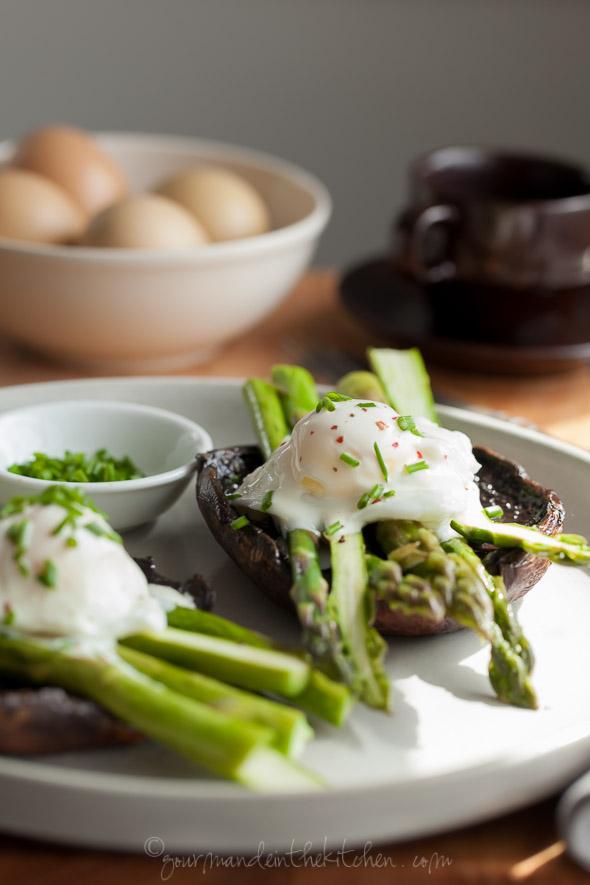 gourmandeinthekitchen http://gourmandeinthekitchen.com/2015/eggs-benedict-with-asparagus-on-portobello-mushrooms-with-goat-cheese-sauce/
