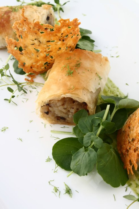 foodblogandthedog https://foodblogandthedog.wordpress.com/2012/03/22/mushroom-risotto-spring-rolls-manchego-thyme-crisps-roasted-garlic-watercress-mayonnaise/small-1-33/