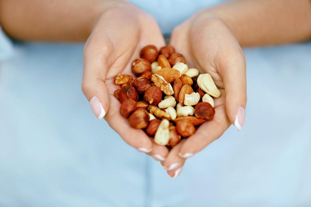 每天吃一份坚果,可以显著降低19%冠心病的罹患风险。