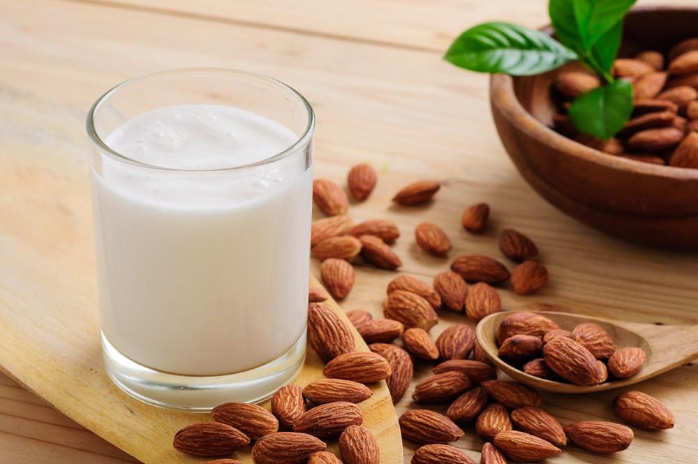 杏仁含有健康脂肪、纤维、镁和维他命。