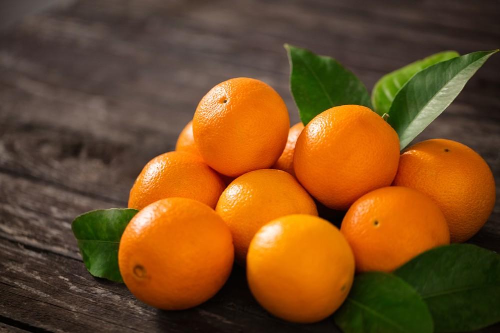橙和其他柑橘类水果,含有维他命C,可有助维持眼部血管健康。