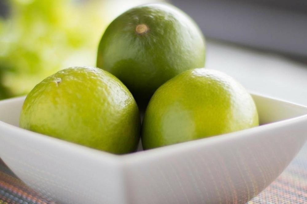 进食含有大量维他命C的食物,例如青柠,或可改善从植物性食物的铁质吸收,有助预防缺铁性贫血。