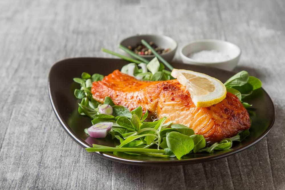 三文鱼为低汞鱼,但富含奥米加3脂肪、蛋白质,和硒。