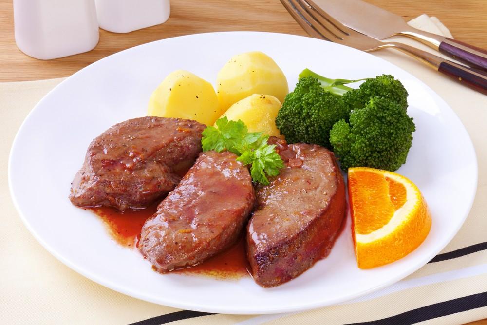 内脏含有大量营养,肝脏和肾脏,尤其是羊的肝和肾,都含丰富维他命B12。