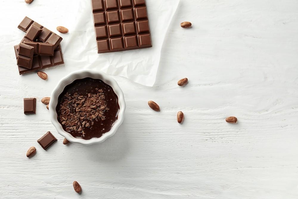 可可和黑巧克力,相比其他测试的水果,例如蓝莓,含有的抗氧化活动、多酚和黄烷醇更多。