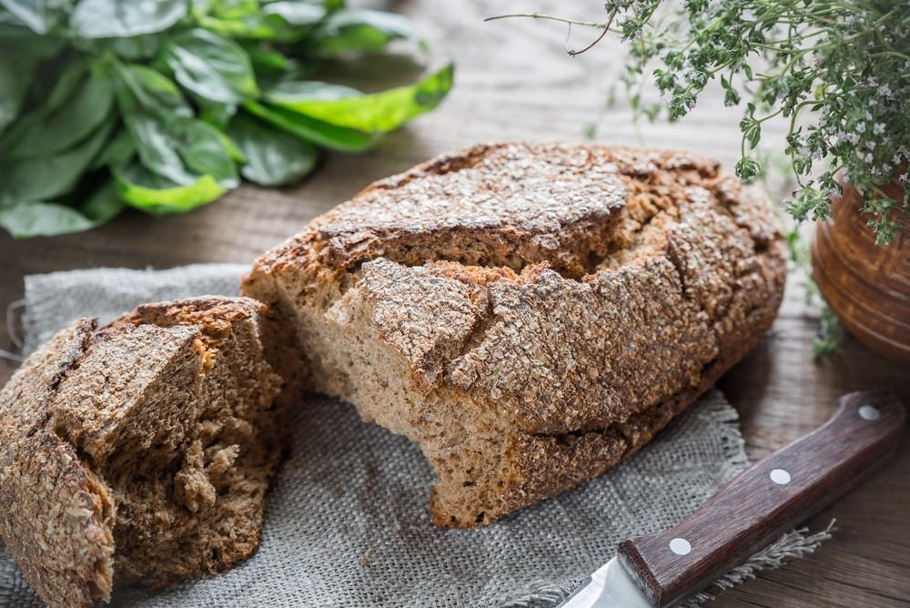 有不少面包都含有大量的碳水化合物,会在短时间内令血糖水平激速升高,因此控制血糖的人士,应避免进食大部分的面包。