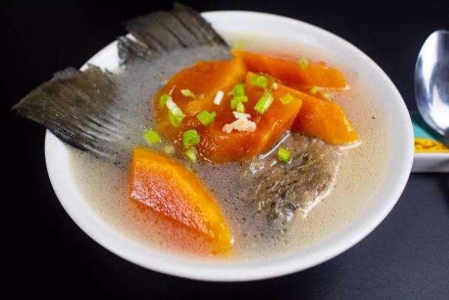 木瓜雪耳鱼尾汤功效:清热润肺,健脾养胃,润肠通便。