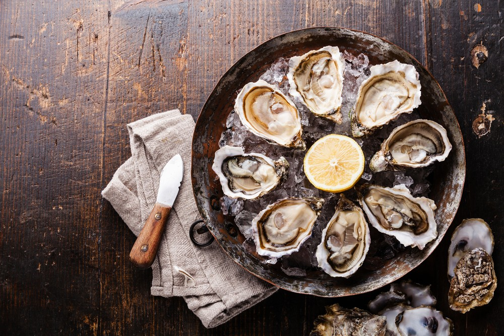 生蚝、蛤蜊、鸡蛋和菠菜,都含有大量铁质。