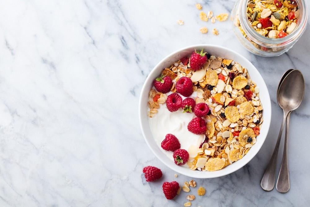 谷类早餐一般添加了维他命,包括维他命B。 不过有十分多的强化谷类早餐,含有大量添加糖份,因此要多加留意。