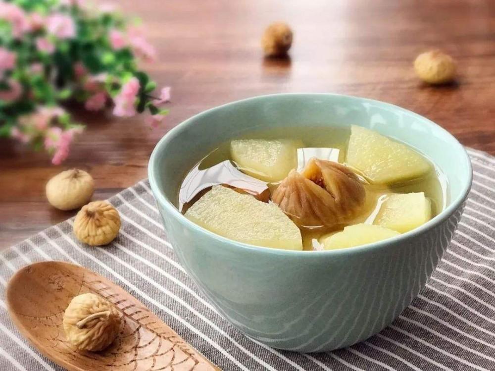 苹果雪梨汤有助消热润燥,化痰止咳