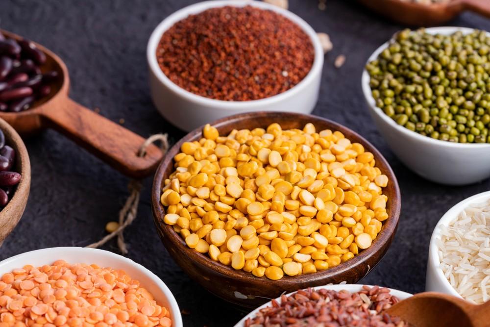 豆类和谷物的钠含量低。 谷物,例如燕麦,可有助减低坏胆固醇,及减低患上第2型糖尿病的风险。