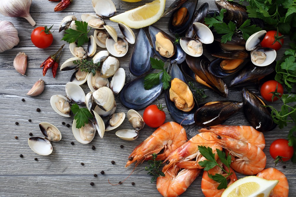 较受大家欢迎的甲壳类有虾、蟹、龙虾、淡菜和蚝等。