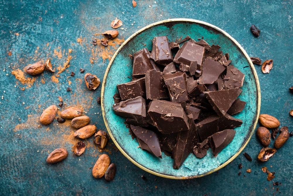 黑巧克力含有黄酮醇,或对脑部功能有益,可促进适应高压状况,或有助你适应可导致焦虑或其他情绪问题的状况。