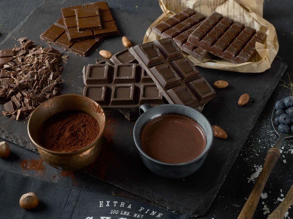 黑巧克力还可能有助改善脑部功能。