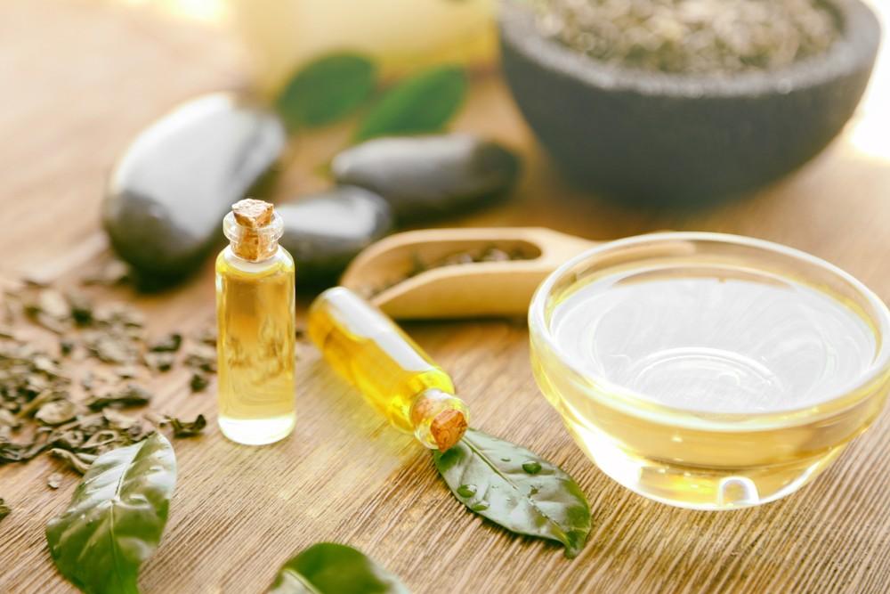 澳洲人多年来,已采用茶树油治疗不同皮肤问题。