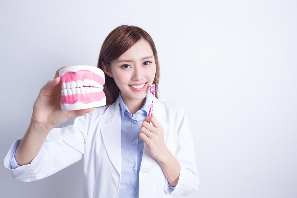 结果发现,在10.5年的追踪间内,每日刷牙3次或以上,患上心房颤动的风险降低10%,而患上心脏衰竭的风险更降12%。