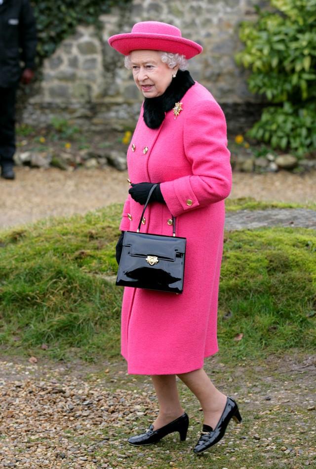 英女皇竟然要穿「二手鞋」?