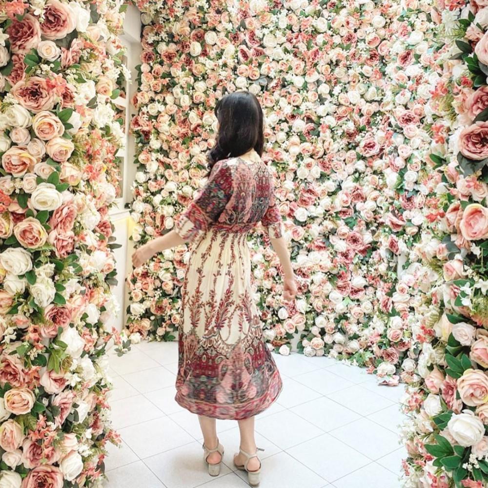 泰國曼谷打卡必去Kay's Boutique Breakfast 2萬朵花大型花牆