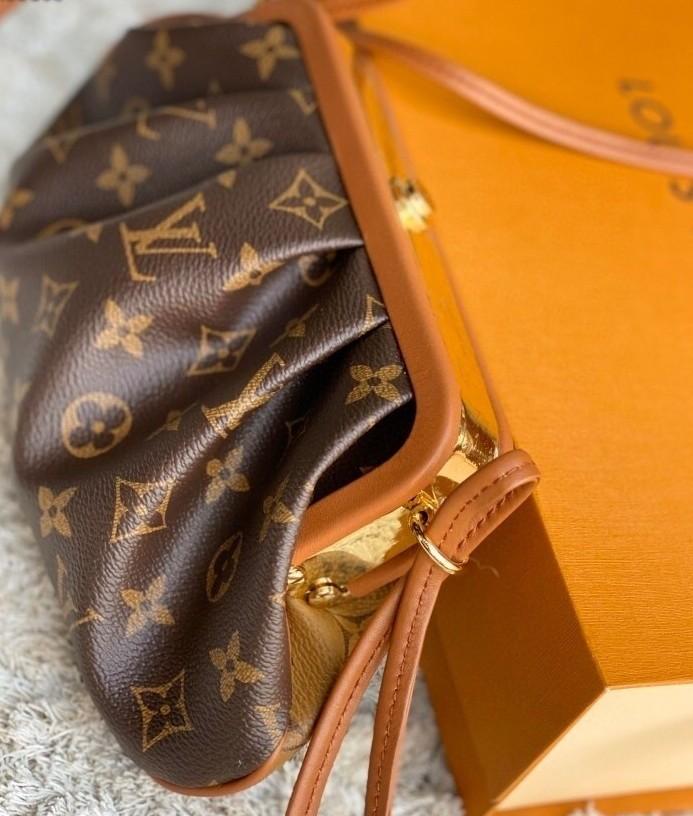 大家看到這個全新包款,是不是很有衝動想馬上入手呢?手袋在香港官網售價為HK$24,800