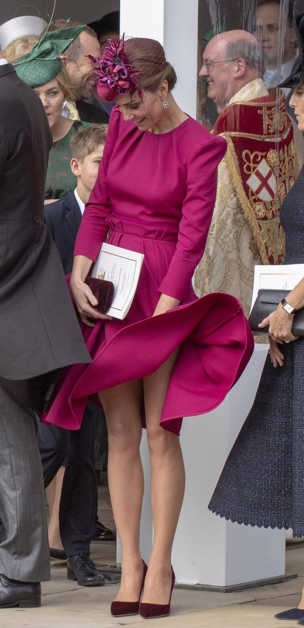 皇室成員的裙擺都會加入重物?