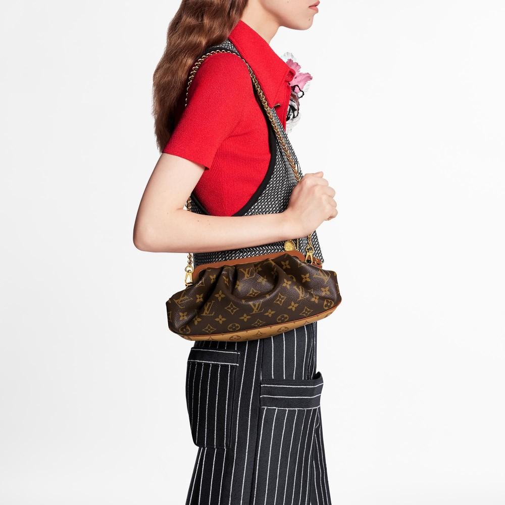 大家喜歡側揹、斜揹或是當手拿包也很可以,出席一些重要場合時,穿著漂亮的連身裙再配上這款包包,絕對會抓著全場人的目光,男女通殺!