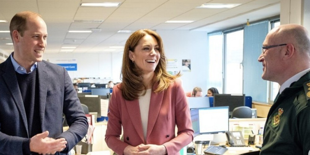 凱特王妃穿搭豆沙粉西裝、威廉王子首位探訪醫護前線皇室