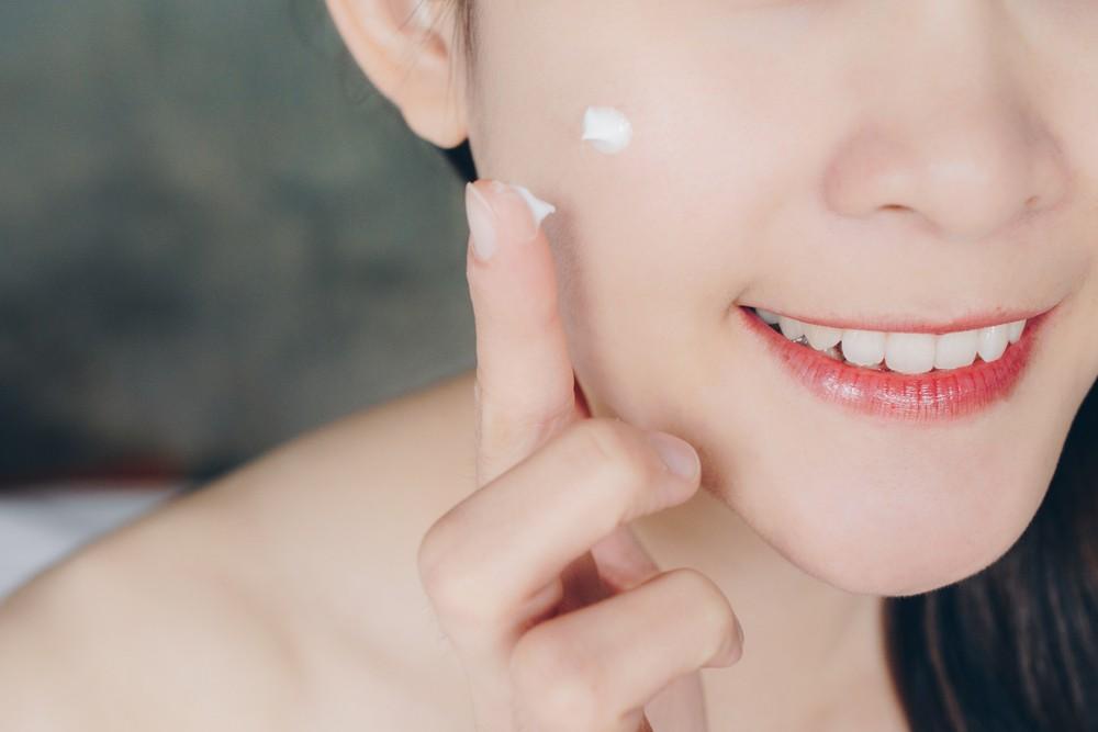 美白精華配合淡斑精華一起使用 強效全面地去除色斑、淨白肌膚