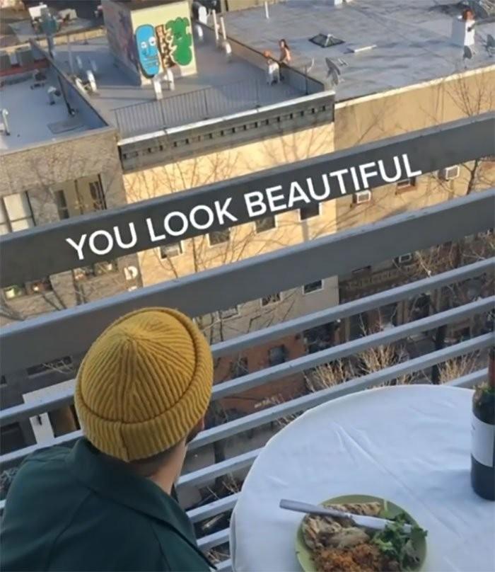 隔離期間的超甜蜜紐約屋頂愛情故事
